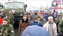 Kiev y los separatistas prorrusos se acusan mutuamente del ataque en el que han muerto 13 personas.