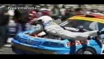 Le Co-pilote de cette voiture de rallye fini la course sur le capot