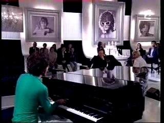 "Mika (acoustic): ""Grace Kelly"""