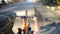 BMX : Extraordinaire longue descente en wheeling