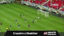 GOL DO SHAKHTAR! Depois de bela triangulação, Alex Teixeira abre o placar contra o Cruzeiro