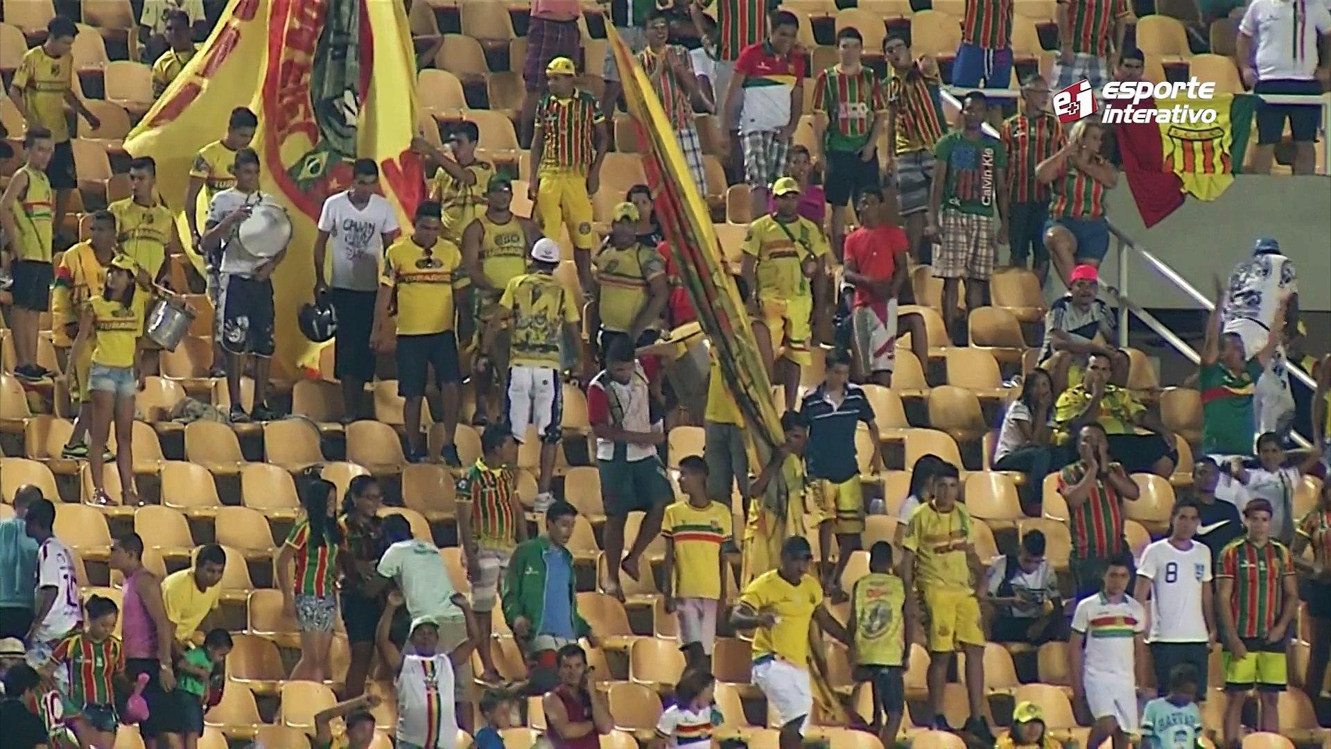 Fechou o tempo! Na final da Supercopa do Maranhão, jogadores do Náutico partem para cima do árbitro