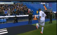 Lucas Silva incredible gesture flatters soccer ball to a child with Real Madrid Presentation