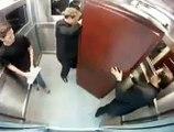 El ascensor transporta un ataud - Broma en ascensor