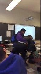 Un élève met un prof par terre pour récupérer son téléphone portable