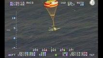 Abstürzendes Flugzeug landet mit Fallschirm im Pazifik