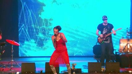 MØ - Walk this Way (live at the EBBA Award Show 2015)
