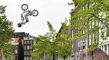 Backflip au dessus des canaux d'Amsterdam