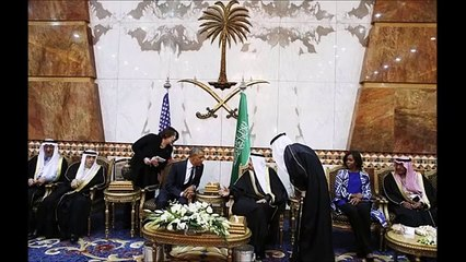 Michelle Obama Attracts Criticism For Not Wearing Headscarf in Saudi Arabia