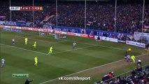 Football - Un arbitre de touche blesse Jordi Alba