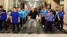 Un prof danse sur Uptown Funk avec ses élèves et enflamme la toile !
