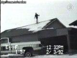 Régis fait du ski sur son toit