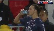 Zlatan Ibrahimovic sénerve contre le 4e arbitre Zlatan Ibrahimovic gets upset against the fourth referee (PSG-Troyes)