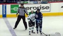 Hockey sur glace - Dustin Byfuglien bloque son adversaire... entre ses jambes