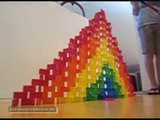 FUN MIT DOMINOS : Domino Pyramide - Super Slow Motion