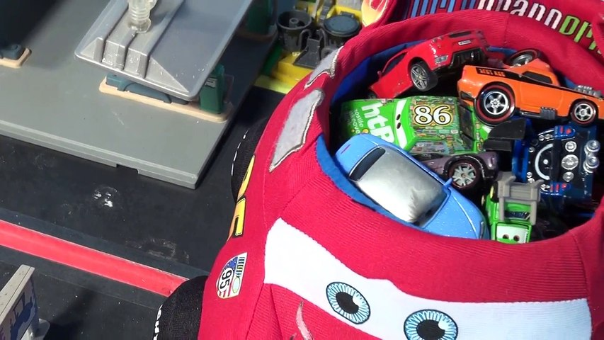 Disney Pixar Cars Lightning McQueen Carry Case Counting Cars from Radiator Springs