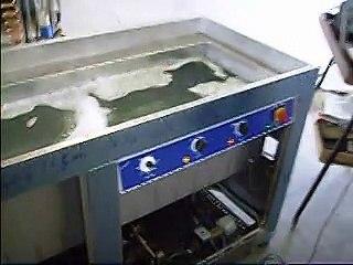Lavatrici ad ultrasuoni per pezzi meccanici di precisione in metallo e lega leggera