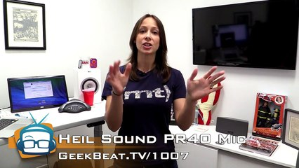 What's on Cali's Desk? - GeekBeat.TV
