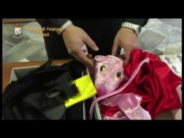 Nola (NA) - Sequestrati 10mila costumi di carnevale al Cis -2- (10.02.15)
