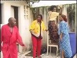 Complice avec sa fille, il trompe sa femme avec la servante. Regardez ce qui se passe quand sa femme débarque.