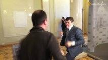 Bagarre entre deux députés en Ukraine