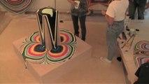 Nouvelle forme d'art : verser différentes couleurs de peinture liquide - Time lapse magique!
