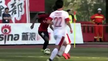 Goalkeeper drinking water misses the goal - Chinese goalkeeper concedes goal while drinking water