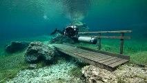 Plongée dans le lac vert d'Autriche