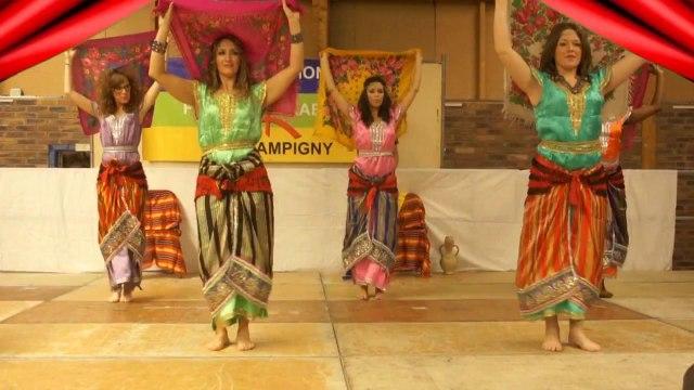 Troupe de danse berbère (kabyle) Tilleli - Tanaslit