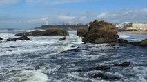 BIARRITZ, océan, vagues, rochers et phare (64)