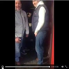 """Em resposta ao Chelsea, torcedores do West Ham """"deixam"""" homem negro entrar em trem"""