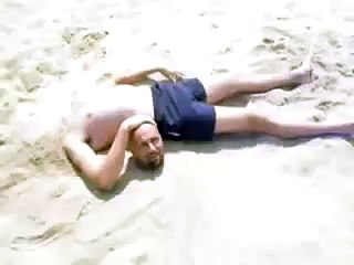 Headless Body & Bodiless Head on the Beach - Super ! - На Пляже без Головы - Прикол !