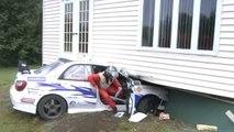 Un pilote de Subaru WRX se crash dans une maison... Et sa réaction est juste énorme!