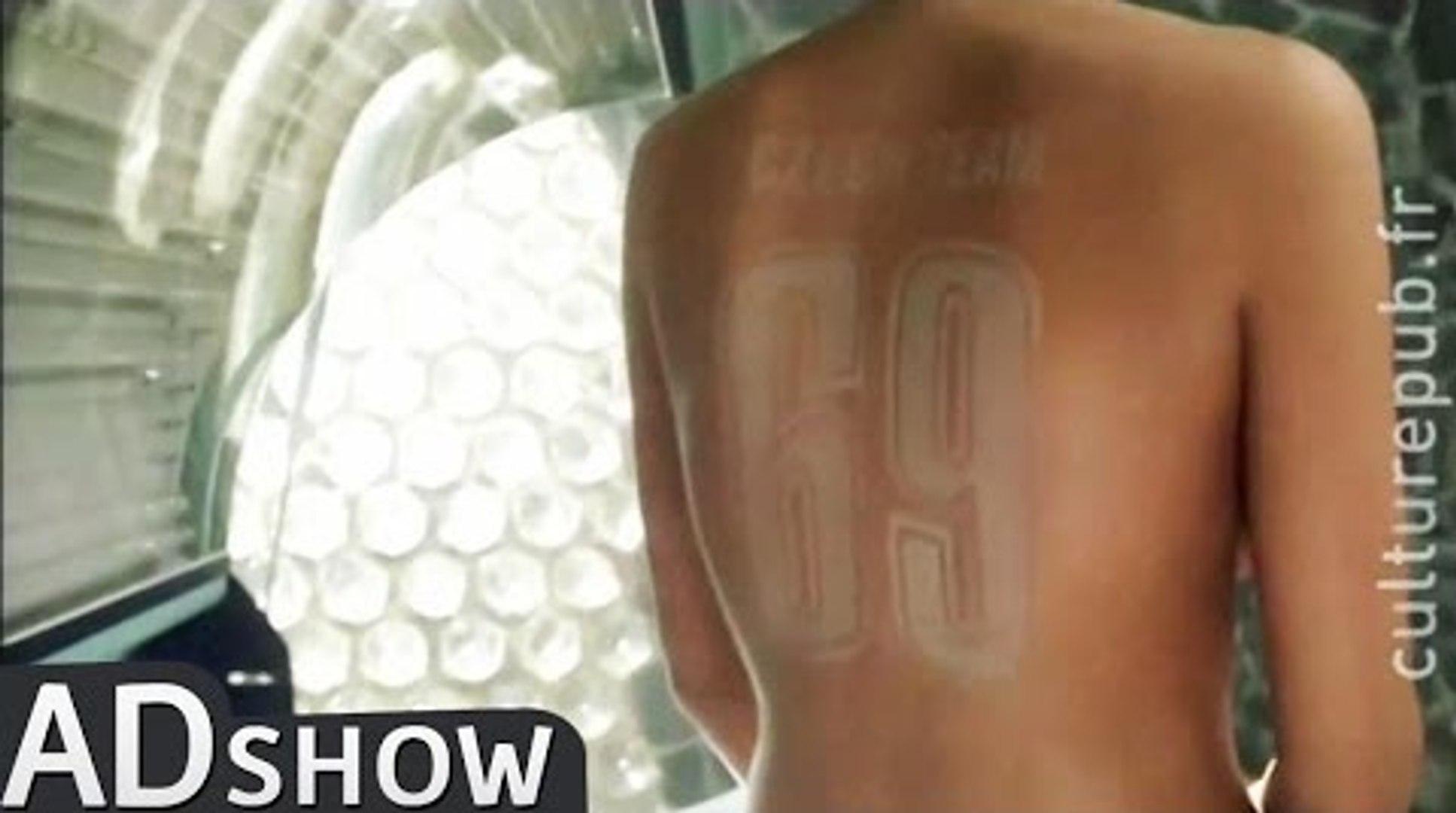 Naked woman tries unusual tattoo