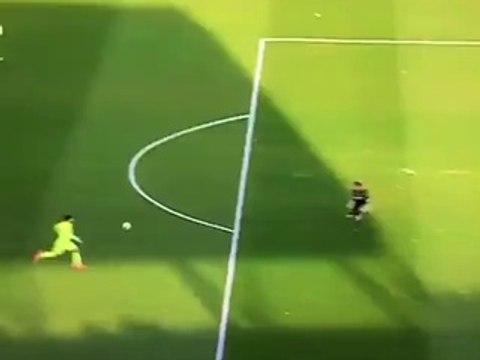 Granada vs Barcelona: Messi hace el gol más fácil de su vida (VIDEO)