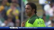 Shoaib Akhtar Shouts at David Hussey - Sledges Australia