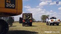 Au Kenya, un éléphant coincé dans une marre de boue, sauvé par des fermiers locaux