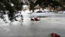 Sauvetage d'un cheval piégé par la glace