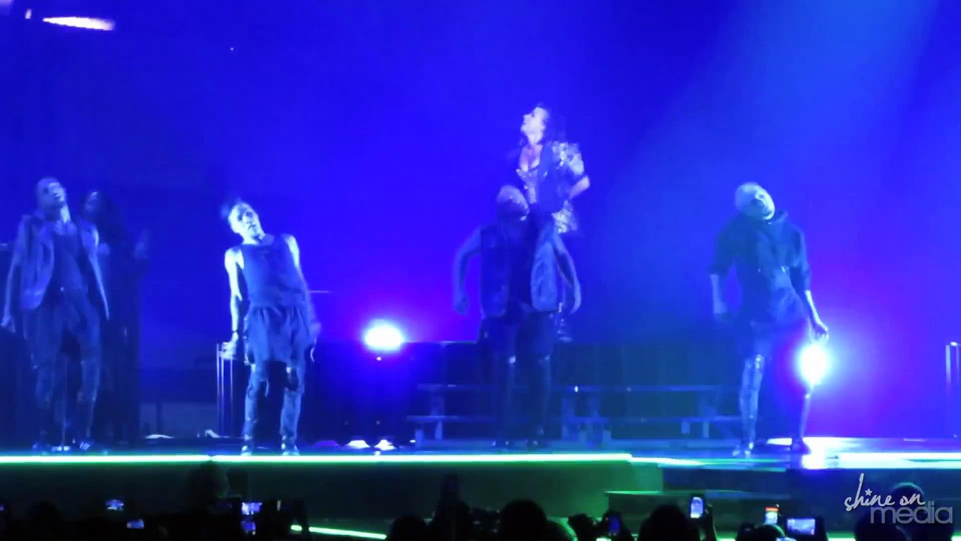 Demi Lovato -  Thriller  Cover, Dancing & Twerking Live at Staples Center (Michael Jackson Cover