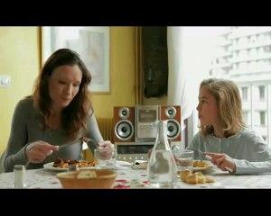 Pub drôle - Mamie au repas (humour noir)