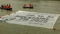 REPORTAGE - Opération anti-nucléaire de Greenpeace devant l'Assemblée nationale