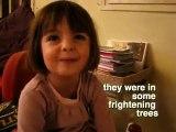 Une petite fille raconte une histoire rocambolesque