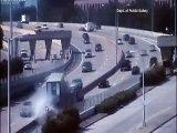 Les vidéos de surveillance témoins d'un accident de voiture sur l'autoroute