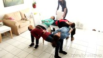 Chouette petit spectacle de 4 filles en mode chaise solidaire ! Je Kiff !