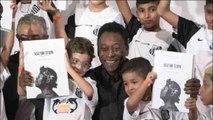 Na primeira aparição após internação, Pelé lembra grandes momentos do Santos