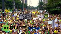 En Brasil, miles de personas protestaron contra la presidenta Dilma Rousseff