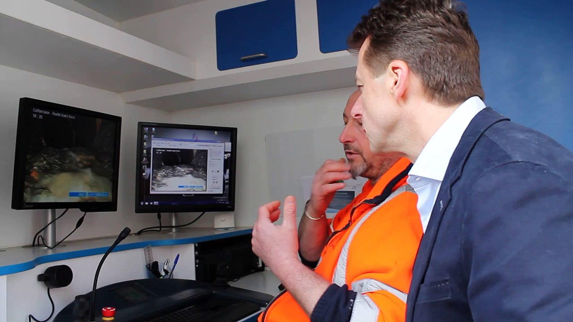 Le ministre, Carlo Di Antonio, visite les égouts avec un robot caméra