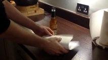 Ouvrir une bouteille de bière avec une feuille de papier! C'est possible...