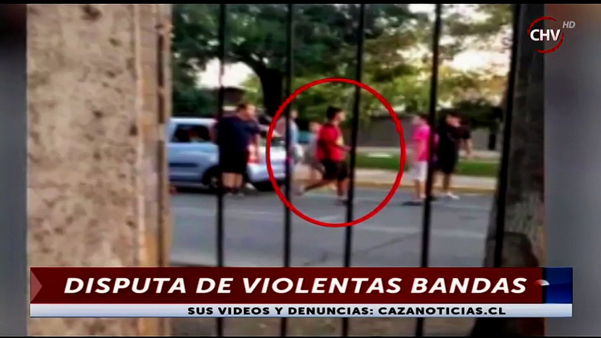 Vecinos grabaron impactante pelea callejera entre bandas rivales a plena luz del día