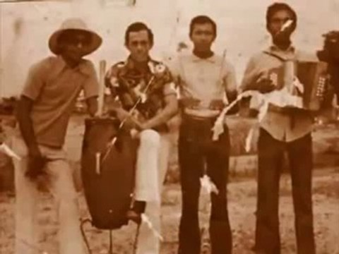Diomedes Díaz y su tío Martin Maestre cantando versos en La Junta una parranda que marco la historia